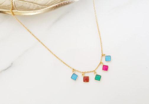 Collier pierres colorées