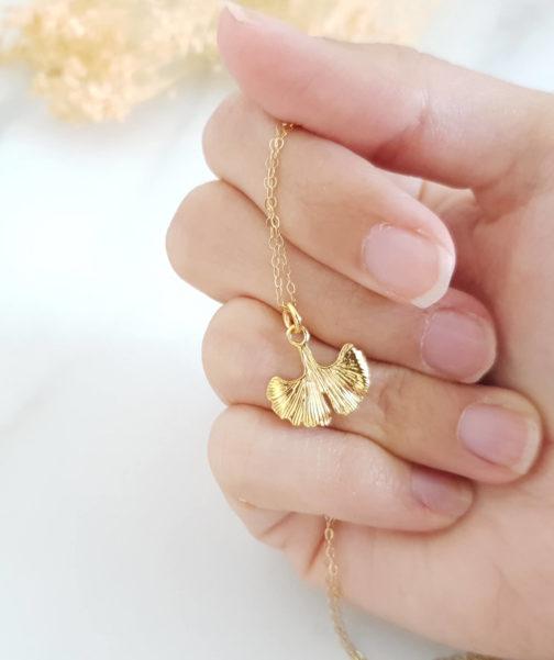 Collier feuille dorée